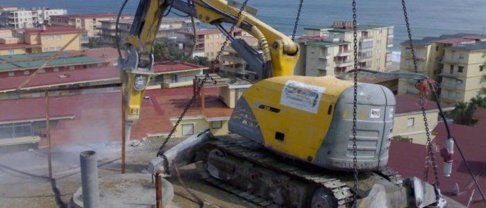 Demolición depósito de agua. CADERSA, SL