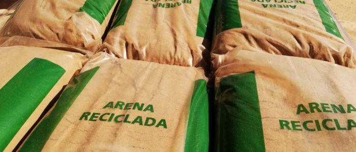Arena reciclada en sacos